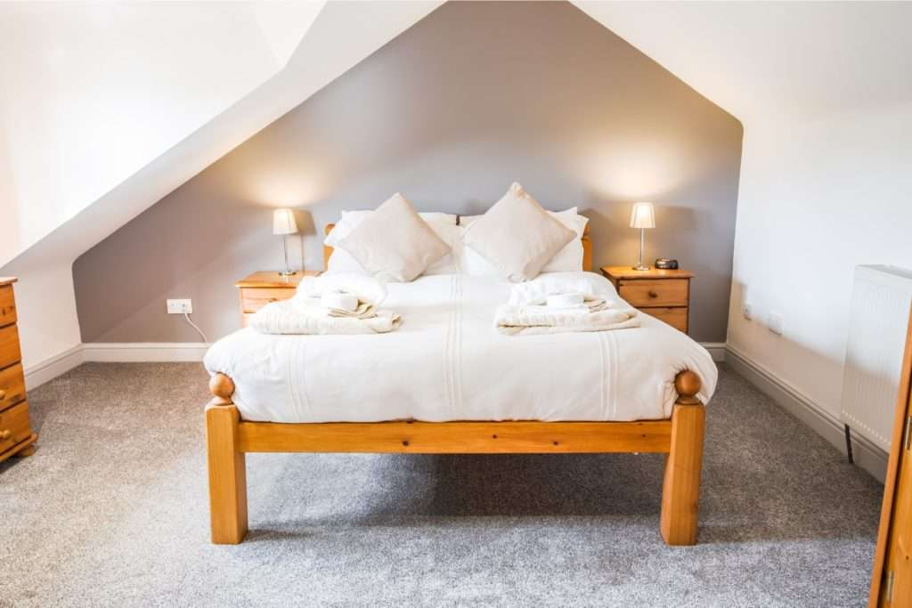 Double bed in Rose cottage